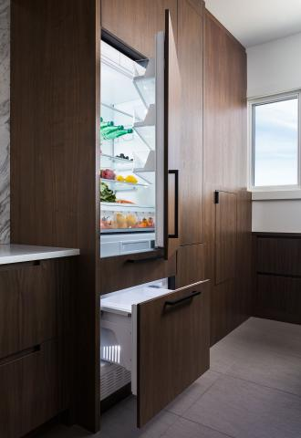 Minimalist Modern Kitchen Integrated Refrigerator